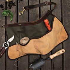 garrett wade gardening tool, garden tools, 12 must have garden tools, Essential garden gadgets, Most important tools for the garden Gardening Apron, Organic Gardening, Work Aprons, Grow Bags, Sewing Aprons, Look Vintage, Bandana, Garden Tools, Garden Tool Belt