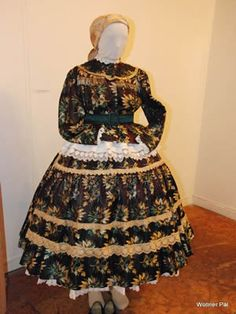 Folk Clothing, Folk Dance, Hungary, Batman, Victorian, Costumes, Embroidery, Clothes, Dresses