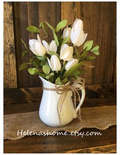 Tulpen Arrangements, Spring Flower Arrangements, Artificial Floral Arrangements, Rustic Farmhouse Decor, Rustic Decor, Farmhouse Table, White Tulips, Spring Home Decor, Deco Table