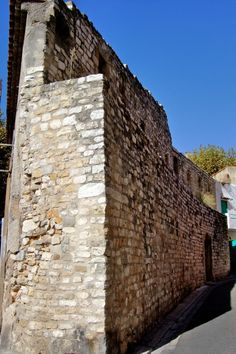 Remnants of the medieval wall (at Rue des Guerriers and Rue Gaston de Saporta)  Find out more at:    http://mikestravelguide.com/aix-en-provence/