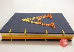 Coleção Iniciais - cadernos bordados a mão, costura aparente - studio Páprica