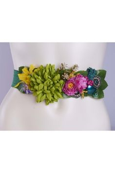 Cinturon de Flores Leather Flowers, Silk Flowers, Fabric Flowers, Beaded Embroidery, Embroidery Patterns, Hand Embroidery, Wedding Wows, Flower Belt, Womens Fashion Online