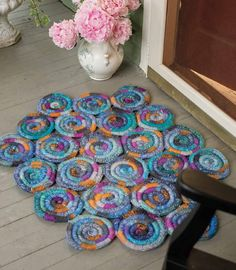 Stained Glass Rug, As Featured on Knitting Daily TV with Vickie Howell, Episode - Media - Knitting Daily Yarn Crafts, Sewing Crafts, Diy Crafts, Interweave Crochet, Knitting Patterns, Crochet Patterns, Knitting Daily, Dynamic Rugs, Crochet Home Decor