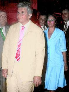 Lovitură de stat 1989 | Nicolae Ceauşescu Preşedintele României site oficial Gq, Instagram, Style, Fashion, Military, Historia, Venice, Swag, Moda