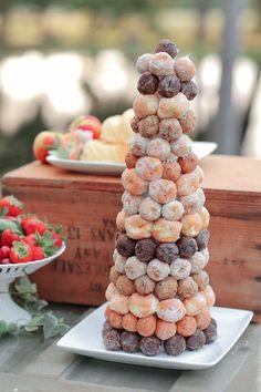 Donut Hochzeit Dekor Trends 2019 One – Donut Decorations - Yanna's Donuts Laden Donut Wedding Cake, Wedding Donuts, Donut Party, Wedding Desserts, Wedding Cakes, Brunch Wedding, Wedding Catering, Wedding Decor, Boho Wedding