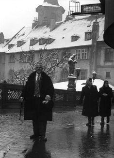 """FOTO: Bol jedným z najznámejších """"celebrít"""" starého Prešpurku. Pamätáte si na Schöne Náciho? - BratislavaDen.sk"""