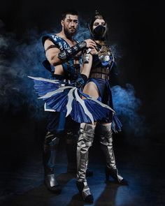 Sub-Zero and Kitana cosplay Mortal Kombat Costumes, Mortal Kombat Cosplay, Mortal Kombat Games, Epic Cosplay, Cosplay Diy, Cosplay Outfits, Cosplay Costumes, Anime Cosplay, Diy Ninja Costume