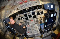 Nos colamos en el Endeavour. Pincha en la imagen para ver más fotografías del interior de este transbordador espacial. #NASA