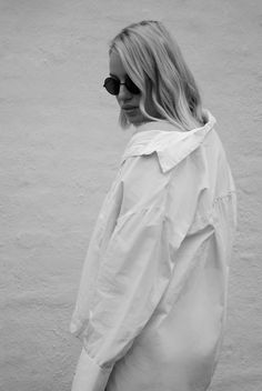 Oversize sleeves  Neon Rose Shirt, Monki jeans, Windsor Smith, Gucci Dionysus, Minimal outfit Street style Bykrog Cecilie Krog