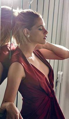Kristen Stewart Bikini, Kristen Stewart Gif, Kristen Stewart Twilight, Kirsten Stewart, Snow White Pictures, Vampire Quotes, Beatiful People, Gay Outfit, Colouring Pics