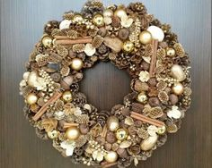 Arany adventi ajtódísz Christmas Wreaths, Christmas Decorations, Holiday Decor, Advent Wreath, Beige, Home Decor, Garland, Weihnachten, Nice Asses