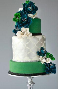 Emerald green chic wedding cake. Wedding cake ideas from http://www.pawarinc.com