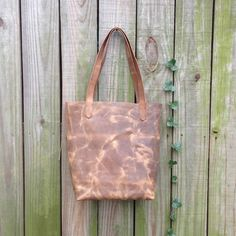 Hatton & Henry.... EVERYDAY TOTE - distressed brown