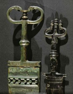 Two antenna daggers with bronze handle and scabbard, from the Hallstatt burial site, Austria. Detail of 07-01-04/10. Left dagger, overall length: 44.6 cm (c) Photograph by Erich Lessing