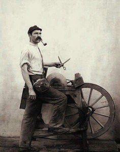 Final dos anos 1890 -  Amolador de facas em São Paulo.