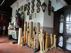 Variadas tipologias ex-votivas. velas e imagens em Parafina, quadros, imagens sacras,