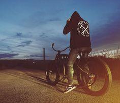 Ride free. DIY hoodie, su oldprow.com. TANGO bike by the best garage @sardinia.hot.bikes  #oldprow #sardiniahotbikes
