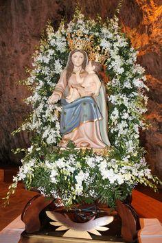 La statua venerata della Madonna della Grotta