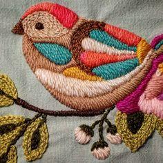Buen día! #embroidery #bird #bordado #miercoles #hechoamano #mercadodehaciendo #crafts #colours