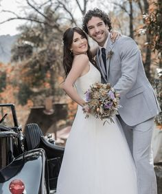 La actriz #AdrianaLouvier, por fin tuvo su boda en México y eligió un mágico lugar ¡Tepoztlán, Morelos!  #celebrityweddings #novios #bodaperfecta #bride #flores #love