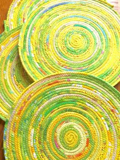 Individual placemats, placemats, table mats, placemat sets, fabric placemats, round placemats, coiled placemats, plant mats by KathyTDesigns on Etsy Yellow Placemats, Fabric Placemats, Placemat Sets, Christmas Table Mats, Christmas Placemats, Christmas Decor, Dining Decor, Dining Room, Dining Table