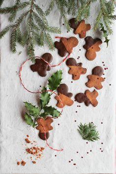 aime & mange - Page 31 sur 132 - Veggie food and photography journal Vegan Christmas, Christmas Sweets, Magical Christmas, Holiday Desserts, Christmas Time, Xmas, Christmas Recipes, Christmas Decor, Ginger Bread Cookies Recipe