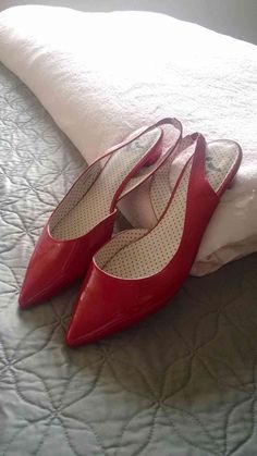 9.5 Shiny Red Pointy Toe Slingbacks Flat This spring, I dare to wear flats. #Swapdom #BefriendATrend