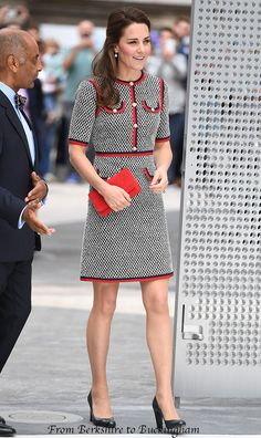 A blog reporting on Kate Middleton's (HRH Duchess of Cambridge) appearances, both official and candid. Fashion and royal news.