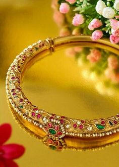 Expert's Quick Guide To Buying Your Perfect Gold Jewelry Indian Wedding Jewelry, Bridal Jewelry, Gold Jewelry, India Jewelry, Temple Jewellery, Mughal Jewelry, Jewelry Patterns, Gold Bangles, Necklace Designs