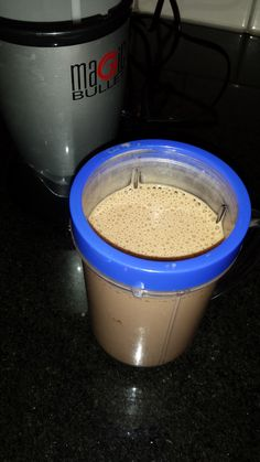 Protein shakes can be used as a meal replacement, especially for breakfast when we don't have much time, or as a post work out shake (remember, drink within 45 minutes of finishing your work … Protein Bites, Protein Foods, Protein Shakes, Protein Power, Healthy Shakes, Yummy Smoothies, Yummy Drinks, Smoothie Recipes, Yummy Food