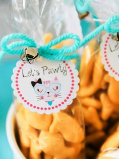 Kitty Theme Party Adorable Inspiration - Check Meowt You haven't seen a kitty theme party as cute as this! My daughter asked for a cat birthday party. So many adorable kitty party theme ideas you'll be amazed! Kitty Party Themes, Cat Themed Parties, Puppy Birthday Parties, Puppy Party, Cat Birthday, Birthday Party Themes, Kitty Theme, Birthday Ideas, Pusheen Birthday