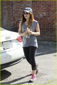 Lucy Hale Teases Possible Love Triangle for 'PLL' Season 5 | lucy hale workout headphones 09 - Photo