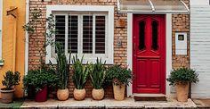 Minha CASA - Um refúgio no coração da cidade A casa de frente rústica e ambientes encantadores