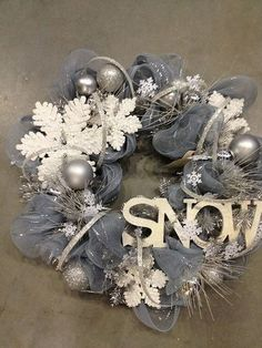 Awesome winter wreath, for after Christmas. Wreath Crafts, Diy Wreath, Christmas Projects, Holiday Crafts, Wreath Ideas, Tulle Wreath, Door Wreaths, Holiday Decor, Yarn Wreaths