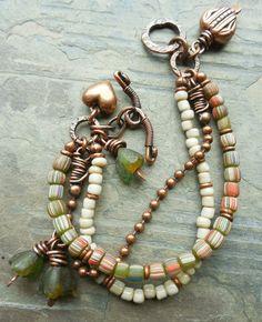 Antiqued Copper Metalwork Bracelet Hearts Olive por lunedesigns