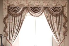 The Debutante jacquard valance curtain set is just the piece every girl dreams of. Ivory cotton embossed with pink peony pattern creates a stunning 3-dimensional look. Not only that, the floral pattern is subtly woven in different layers, adding vividity and sophistication.