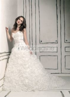 Elaborate A-line Sweetheart Floor-Length Chapel Ruched & Appliques Wedding Dresses