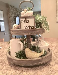 39 diy farmhouse spring decor to inspire spring home decor, spring Country Farmhouse Decor, Farmhouse Style Kitchen, Farmhouse Design, Modern Farmhouse, Farmhouse Ideas, Country Primitive, Country Kitchen, Plateau Style, Tray Styling