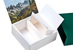 Exklusive #Verpackung für Ferngläser • Sehr hochwertige Verpackung in limitierter Auflage für Ferngläser. • #Schuber #kaschiert • Innenverpackung und Innenteile kaschiert • Innenseite des Deckels #offsetbedruckt • #Blindprägung auf Schuber und Innenverpackung • Herausnehmbare Box für Zubehör • #Dinkhauser Kartonagen, #Buchbinderei