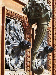 Portes, décor de bronze, Banque Courtois, rue Esprit des Lois, Bordeaux, Gironde, Aquitaine, France.