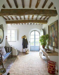 perhe ja talo, kiva sisäänkäynti maalaismainen tyyliin beige matto