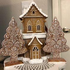 Cardboard Gingerbread House, Gingerbread Castle, Gingerbread House Designs, Gingerbread Recipes, Gingerbread House Parties, Christmas Gingerbread House, Christmas Red Truck, Mr Christmas, Christmas Towels