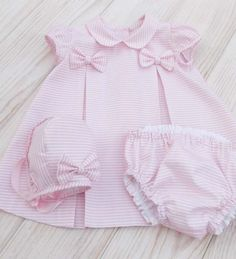 Baby Girl Dress Patterns, Baby Dress Design, Vintage Baby Dresses, Little Girl Dresses, Baby Girl Fashion, Kids Fashion, Baby News, Kids Outfits, Baby Outfits