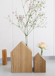 Süße Blumenvase aus Holz mit Reagenzglas in Form eines Hauses / wooden flower vase with test tube in the shape of a house made by VNF Handmade via DaWanda.com