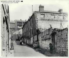 Little Essex Street, which ran from George Street up to Gloucester Street and the Ocean Wave Hotel at The Rocks. The Rocks Sydney, Gloucester Street, Essex Street, Sydney City, Historical Images, Thessaloniki, Historical Architecture, Ocean Waves, Old Photos