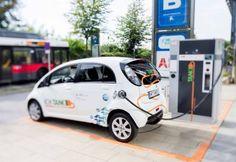 Elektromobilität: Bitte einmal aufladen! Public Relations, Van, Vehicles, Communication, You're Welcome, Car, Vans, Vehicle, Vans Outfit