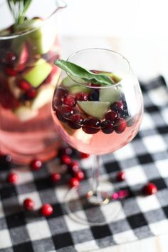 Simple Christmas sangria. So want to try this at some point this winter!
