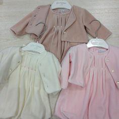 www.mamibu.com Completo #neonata e #bambina composto da vestito con dettaglio #ricamatoamano e #giacchino  #Lamascot #madeinitaly #Mamibu