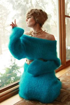 30 Cozy Fall Outfit Ideas That You'll Want To Wear All Autumn Long - Ethinify Knit Cardigan Outfit, Chunky Knit Cardigan, Sweater Outfits, Fluffy Sweater, Angora Sweater, Gros Pull Long, Gros Pull Mohair, Chunky Knitwear, Chunky Wool
