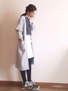 ロングカーディガンにスカートを合わせた例です。軽いコートのような感覚で着こなせますね。